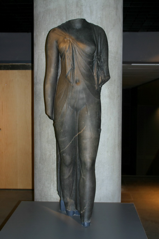 Headless statue wearing a Macedonian cloak.
