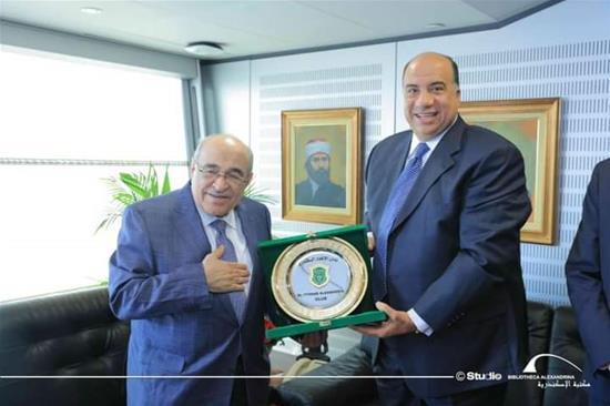 M. Mohamed Moselhi, le président du Club intitulé : « Al Ittihad Al Sakandary », en visite à la bibliothèque d'Alexandrie -18 novembre 2020.