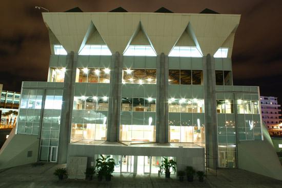 منظر مسائي لمركز المؤتمرات