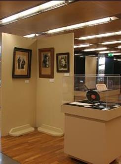 مكتبة الفنون والوسائط المتعددة